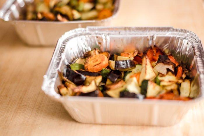 Fotografía de la verdura recién sacada del horno.